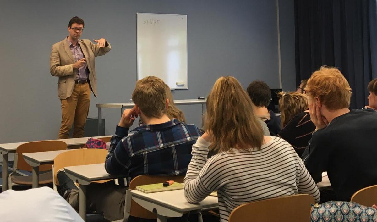Bart Wallet spreekt met studenten EH over antisemitisme