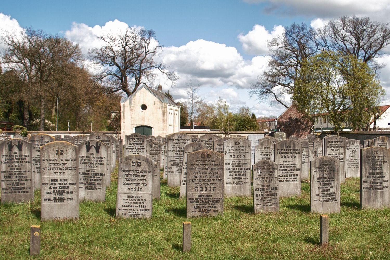 Geld voor restauratie Joodse begraafplaatsen