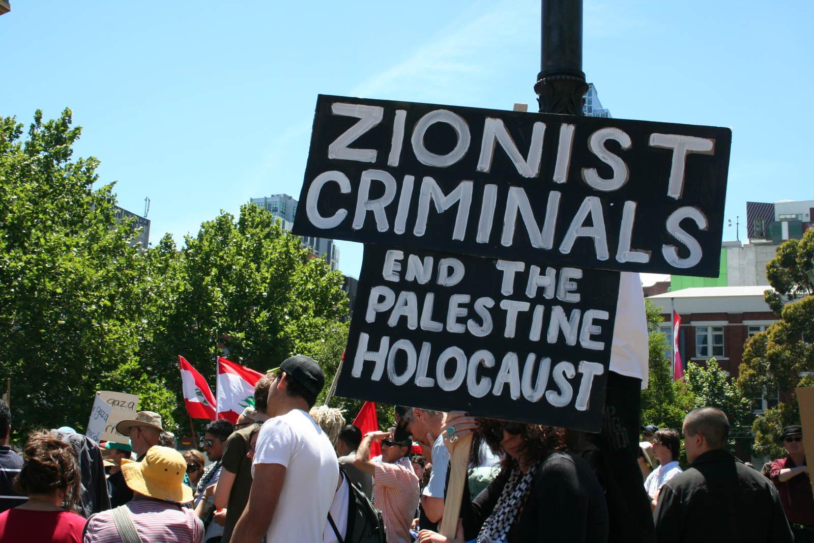 Holocaust overlevende moet tijdens presentatie Israël veroordelen