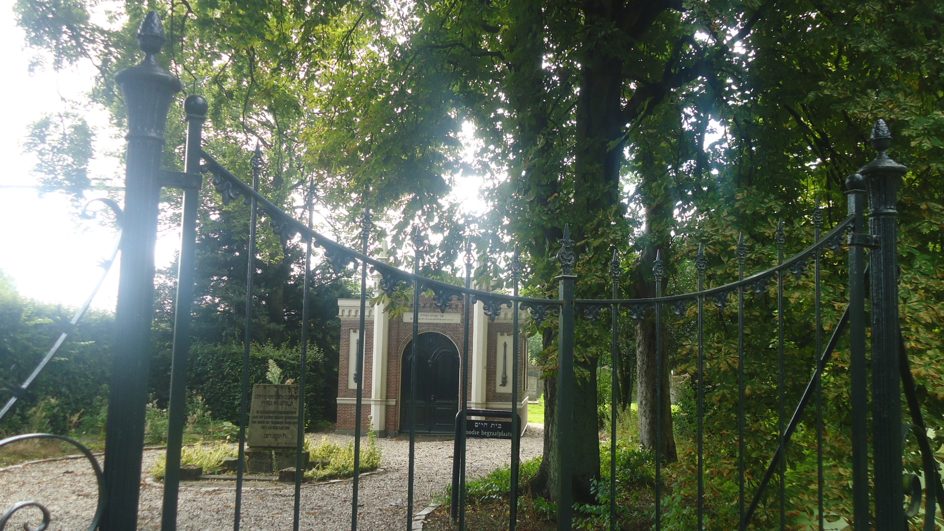 Getuigen gezocht in verband met bekladding Joodse graven
