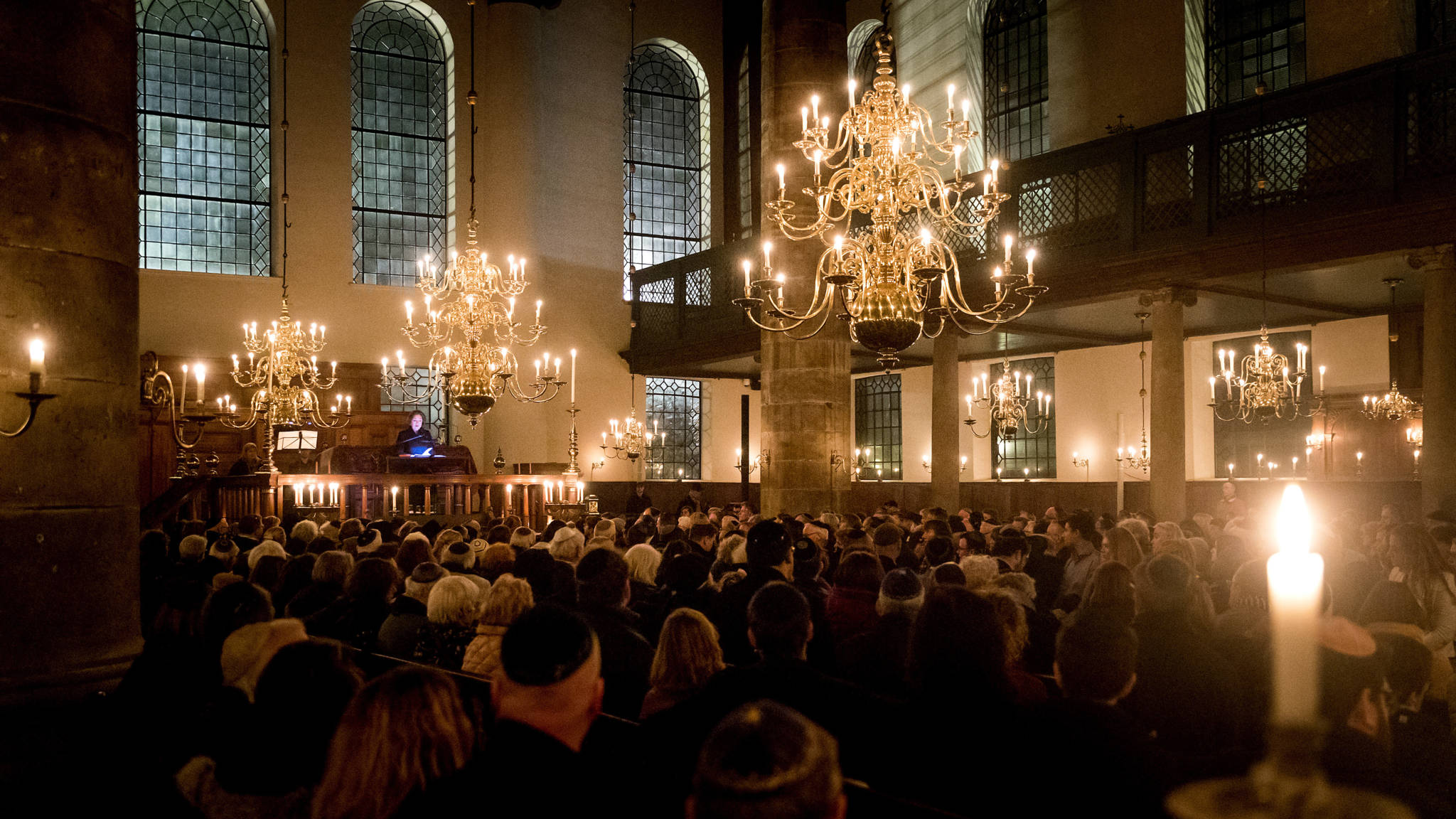 René de Reuver spreekt schuldbelijdenis uit tijdens Kristallnachtherdenking