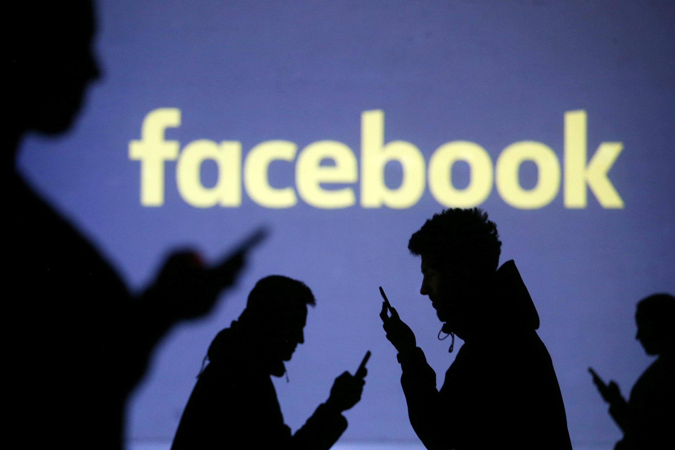 Facebook en Twitter gaan Holocaustontkenning verwijderen